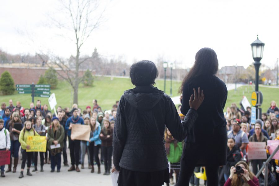 Hundreds of students hold rally to support Mizzou