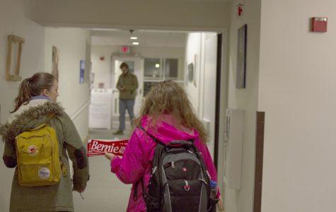 <p>Bernie volunteers storm dorms</p>