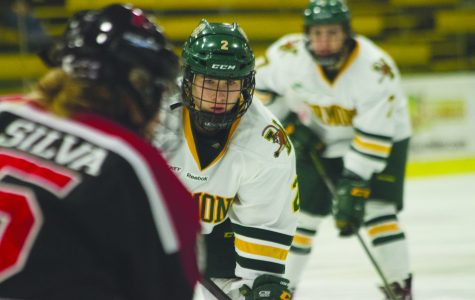 <p>Women&#8217;s hockey bitten by the Huskies</p>