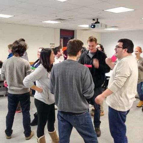 Interactive class teaches out-of-the-box thinking
