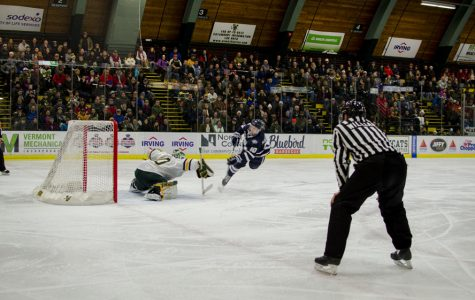 Men's hockey splits games with UNH