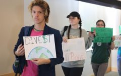 Students silently protest at board of trustees meeting; support divestment