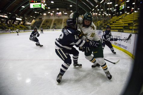 Women's hockey falls late to New Hampshire