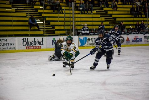Women's hockey defeats reigning national champs