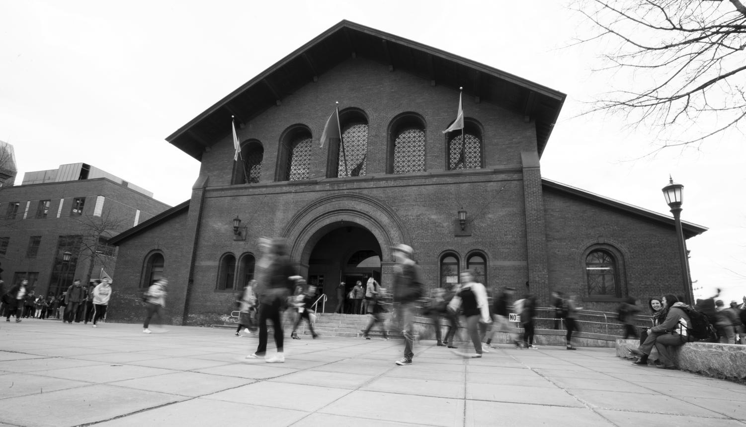 Students rush past Royall Tyler Theatre on their way to class. UVM has recently fallen behind other school in relation to its retention rate, which is 86.6 percent, between a class's first and second fall semesters.