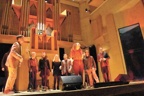 A cappella group performs to benefit heart health